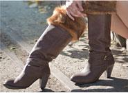 ブーツを履くとO脚になる女性